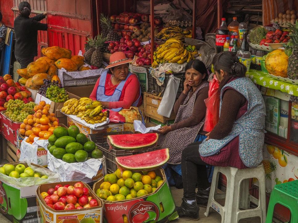 Verkäuferinnen auf dem Marktplatz in La Paz